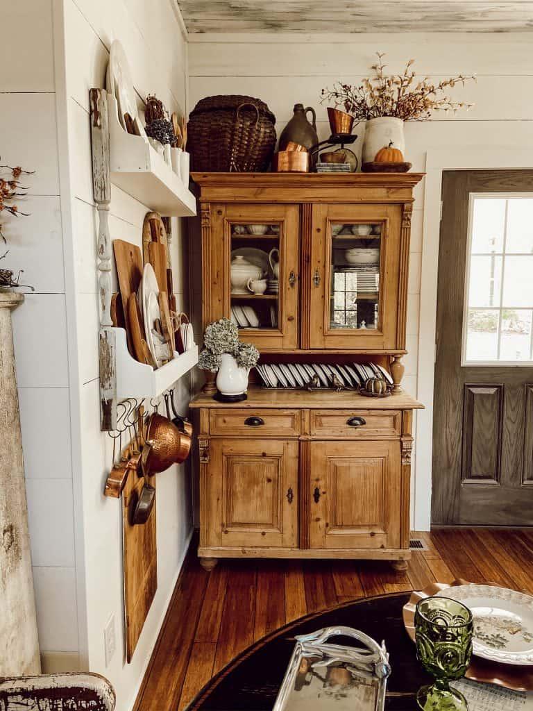 Fall Farmhouse Inspiration Tour Blog Hop.  Autumn decorating and diy projects.